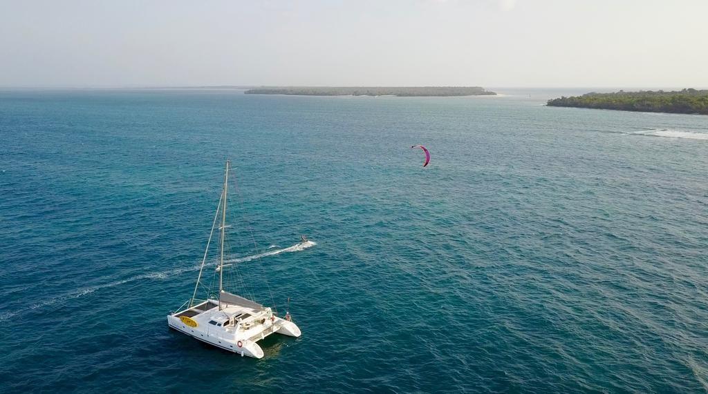 Kitesurfing cruise Zanzibar with Surfescape